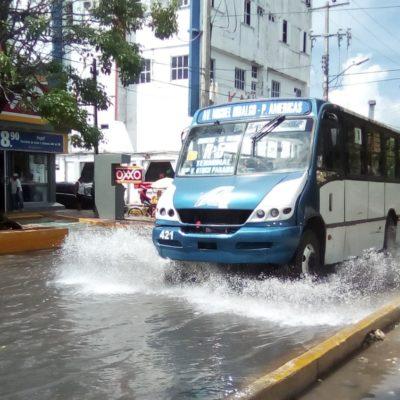 Calles encharcadas en Cancún por lluvias