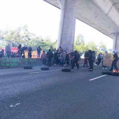 LLAMEN A LAS MAMÁS, A LOS PAPÁS, A LOS ABUELOS… encapuchados queman llantas en la CDMX