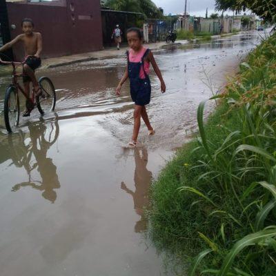YA VIVÍAN MAL Y AHORA LES ESCURRE LA LLUVIA: Se inundan colonias vulnerables por aguaceros en Chetumal