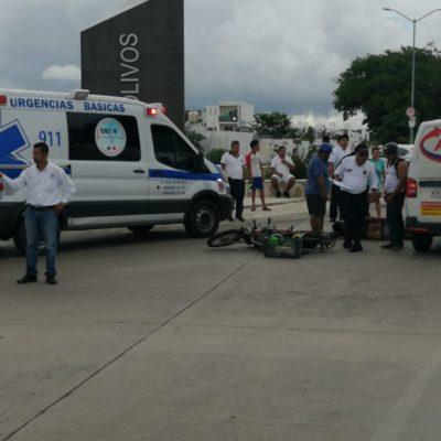 Motociclista arrollado por camioneta termina con múltiples lesiones