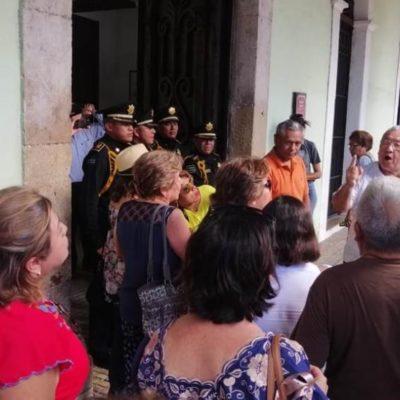 Protestan burócratas jubilados de Yucatán por reducción de hasta 2 mil pesos en sus pagos