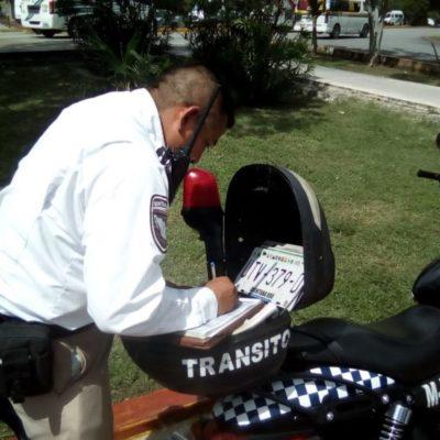 Refuerzan operativos de Tránsito para evitar que conductores se estacionen en lugares prohibidos, en Cancún