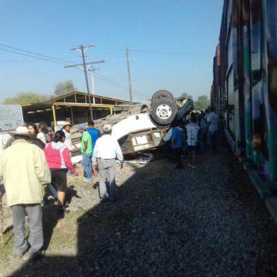 Embiste tren a autobús de pasajeros dejando al menos 9 muertos y 8 lesionados en Querétaro