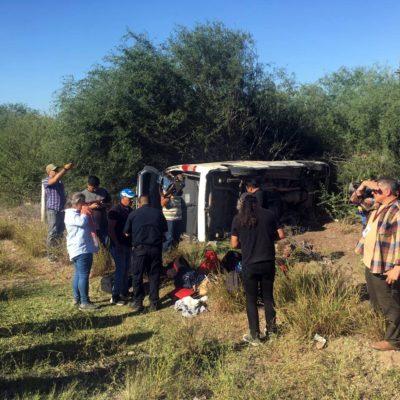 Vuelca camioneta de prensa que cubre a AMLO; dos hospitalizados