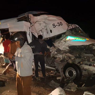 APARATOSO ENCONTRONAZO EN LA CARRETERA: Al menos 10 heridos al impactar un 'Playa Exprés' contra un autobús de la línea Mayab a la altura de Bahía Petempich