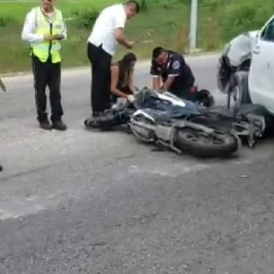TRÁGICO ACCIDENTE A LA SALIDA DEL AEROPUERTO: Motociclista muere al impactarse contra una camioneta que presuntamente invadió su carril