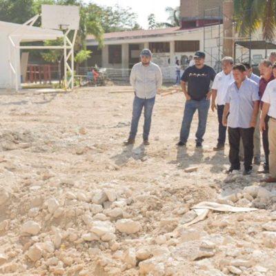 Supervisa Víctor Mas construcción de domos en secundarias de Tulum