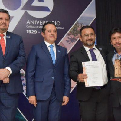 Víctor Mas Tah recibe reconocimiento de la Canaco por impulsar el comercio en Tulum