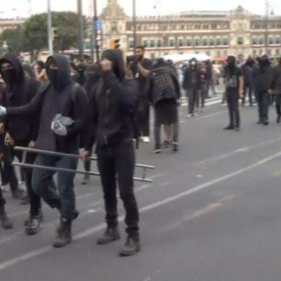 VIDEO | Mujer habría intentado prender fuego a reportero durante marcha por el 68 en la CDMX