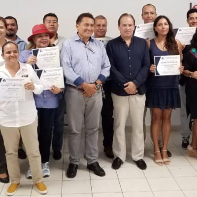 Entrega SEDETUS constancias del 'Diplomado de Reglamentación Urbana' a asesores inmobiliarios en Playa