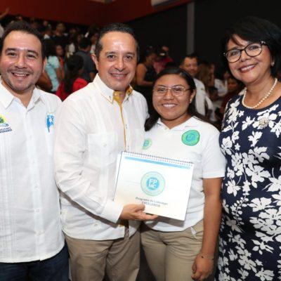 """""""LA EDUCACIÓN, ÚNICO CAMINO PARA EL ÉXITO"""": Entrega Gobernador becas de la Fundación de Parques y Museos de Cozumel"""
