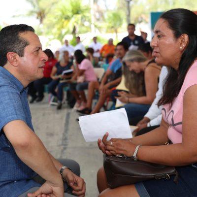 Atiende Carlos Joaquín a ciudadanos cara a cara en audiencia pública en Puerto Morelos