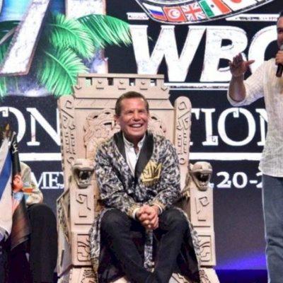 ¿TRIVIALIZAN CULTURA MAYA EN CONVENCIÓN ANUAL DE LA CMB?: Entregan en Cancún nombramiento 'Nojoch jala'ach' (Gran jefe maya) a Julio César Chávez