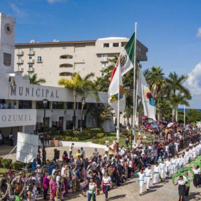 Participan 49 contingentes en el desfile de conmemoración del 109 Aniversario de la Revolución Mexicana en Cozumel