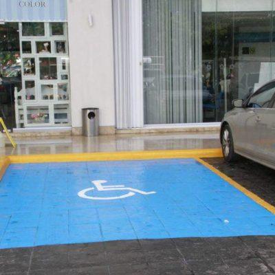 Preparan campaña para respetar espacios públicos destinados a personas con discapacidad en Cancún
