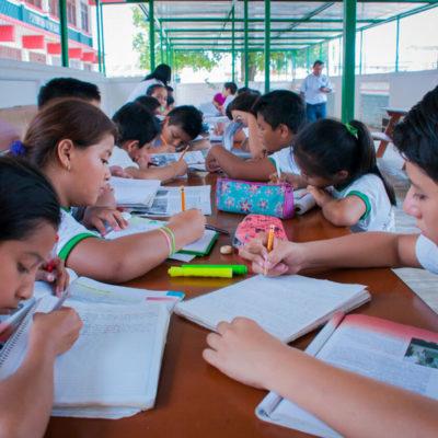Sufrirá sector educativo 'pequeña disminución' en su presupuesto por recortes federales, reconoce Carlos Joaquín