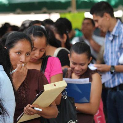 Se agudiza la precarización de empleos en México, al aumentar vacantes con bajo salario, sin prestaciones y largas jornadas