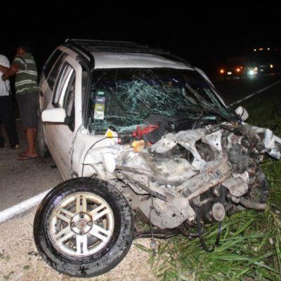 LIBRARON LA MUERTE: Tres lesionados en aparatoso accidente vehicular en la carretera Felipe Carrillo Puerto