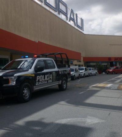 Movilización policiaca por presunto asalto en plaza de Cancún
