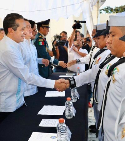 Dan ascensos y reconocimientos a personal naval en Quintana Roo