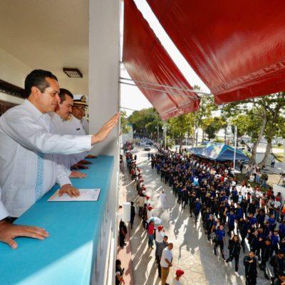 DESFILE POR TODO LO ALTO EN CHETUMAL: Casi 21 mil personas participan en la jornada cívica por el aniversario de la Revolución Mexicana