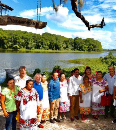Entregan Gobernador y titular de Semarnat a ejidatarios de la Laguna Om el certificado para su conservación