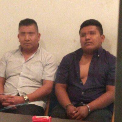 Detienen a dos sujetos que se hicieron pasar por agentes de la PGR e impidieron persecución policíaca contra supuestos pistoleros involucrados en asesinato, en Solidaridad