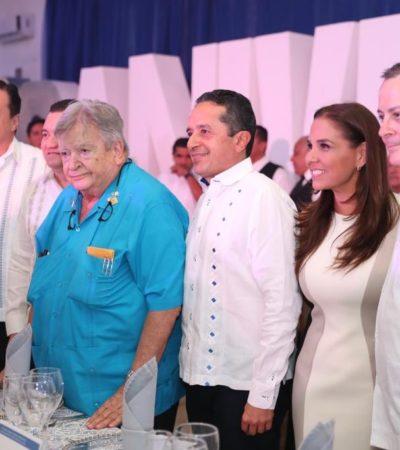 SE REPITE LA LITURGIA CARIBEÑA: Rodeado de los políticos 'del momento', Gastón Alegre celebra 30 años de Radio Turquesa