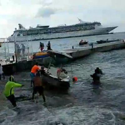 Encalla embarcación turística en Cozumel