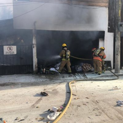 QUEMAZÓN EN TULUM: Incendio consume lavandería, tras estallar tanques de gas