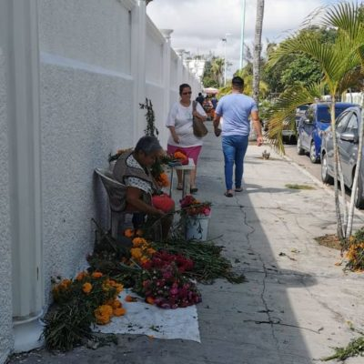 Notoria ausencia de vendedores ambulantes en el panteón y mercados de Chetumal ante altas cuotas de los permisos para ventas
