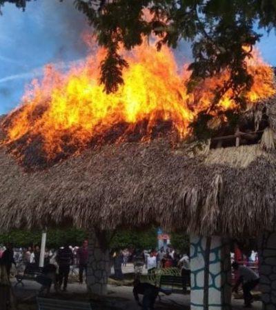 Se incendia palapa en Tihosuco durante desfile