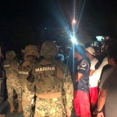TENSIÓN EN SISAL POR ACCIDENTE QUE PROVOCÓ MUERTE DE PESCADORES: Vecinos toman instalaciones navales, cierran el puerto y amarran a marinos en la plaza principal
