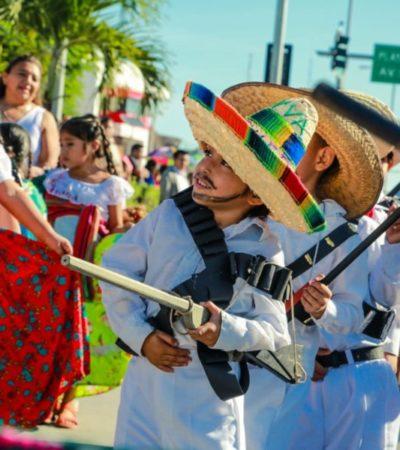 Encabeza Víctor Mas el desfile conmemorativo del 109 Aniversario de la Revolución Mexicana en Tulum