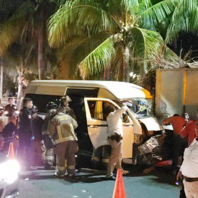 Aparatoso accidente deja dos personas heridas en la Zona Hotelera de Cancún