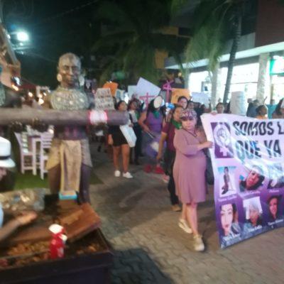 RECLAMAN POR VIOLENCIA CONTRA LAS MUJERES EN PLAYA: Marchan activistas por la Quinta Avenida y demandan justicia ante el Palacio Municipal