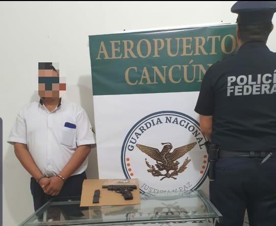 Detienen a taxista armado en la terminal 2 del Aeropuerto Internacional de Cancún