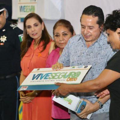 Entrega Gobernador alarmas vecinales en el centro deportivo Jacinto Canek en Cancún