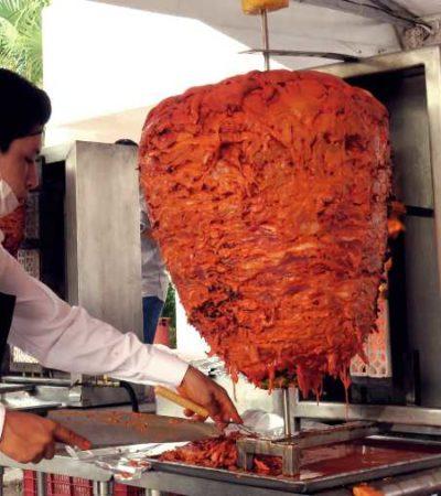 Realizan tours de tacos y garnachas para turistas extranjeros en el centro de Cancún