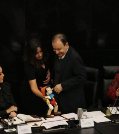 Recibe Alfonso Durazo un pinocho por otorgar datos contradictorios sobre operativo fallido en Culiacán, durante comparecencia en el Senado
