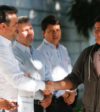 Entregan becas educativas a más de 200 estudiantes en Cozumel