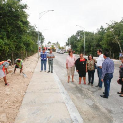 Garantizan seguridad para peatones con la construcción de guarniciones y banquetas en la 95 Avenida de Cozumel