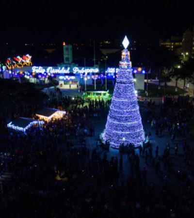 Llama Pedro Joaquín a fomentar la unión familiar y la paz en fiestas decembrinas durante el encendido del árbol navideño en Cozumel