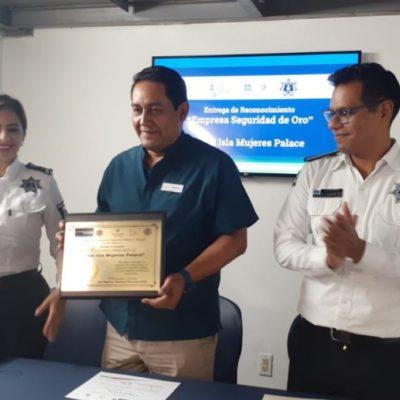 """Entregan el reconocimiento """"Seguridad de Oro"""" a hotel de Isla Mujeres"""