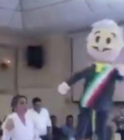 VIDEO   Dan 'palo' a piñata de AMLO en celebración de fin de año de diputados perredistas