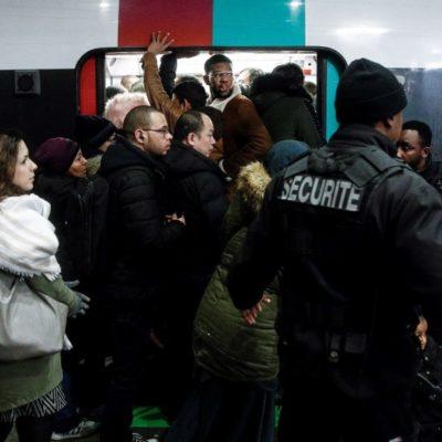 Provoca caos en París huelga en transporte público