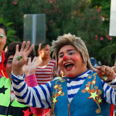 ¡QUÉ PAYASADA!: Adelantan festejo del Día Internacional del Payaso con desfile en Cancún | Fotos y video