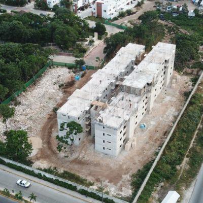 ¡QUÉ TANTO ES TANTITO!: Edifica inmobiliaria viviendas de cinco niveles violando normas de construcción para zona habitacional en la Región 501 de Cancún
