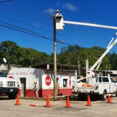 Inicia CFE reemplazo de postes en mal estado en José María Morelos