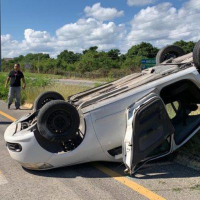 Vuelca automovilista tras quedarse dormido en la carretera Playa del Carmen-Tulum